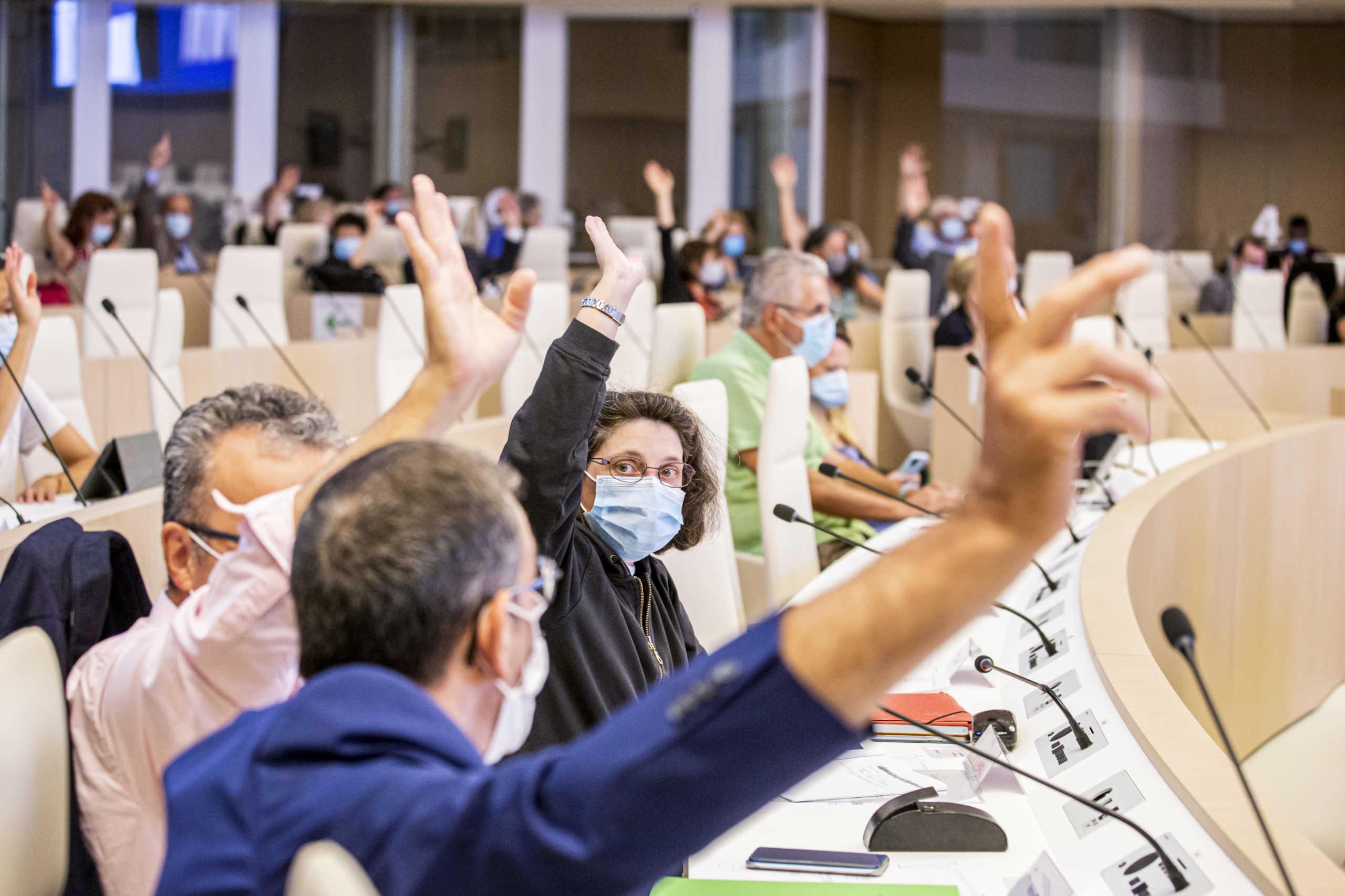 L'assemblée du Ceser votent à main levée